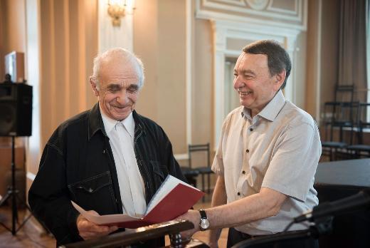 79-летний преподаватель ТГУ получил красный диплом магистра