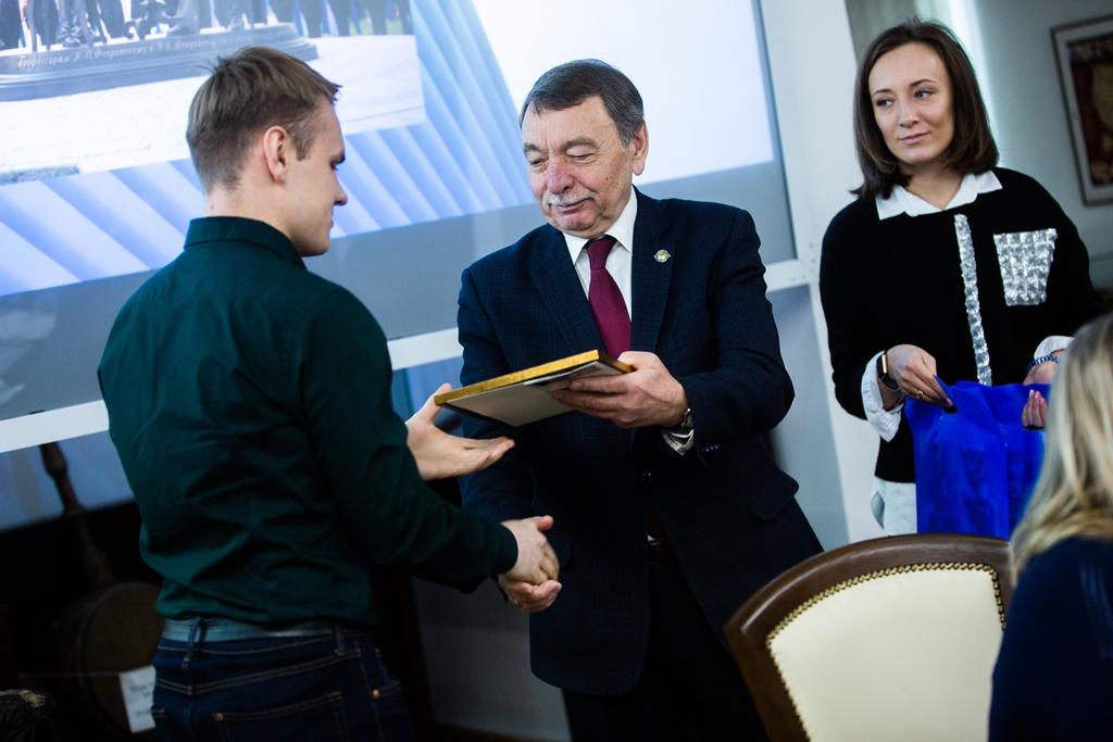 28 студентов получили именные стипендии Эндаумент-фонда ТГУ