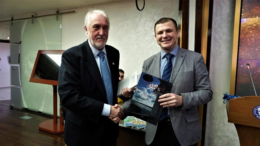 Мэр долины Резия Серджио Кинезе и доцент ТГУ Михаил Грибовский